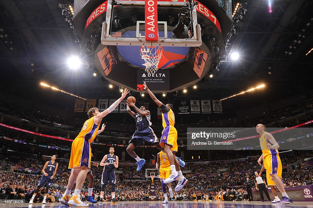 Quincy Pondexter #20 of the Memphis Grizzlies shoots in the lane against Dwight Howard #12 and Pau Gasol #16 of the Los Angeles Lakers at Staples Center on April 5, 2013 in Los Angeles, California.