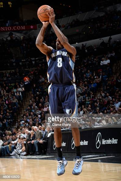 Quincy Pondexter of the Memphis Grizzlies takes a shot against the San Antonio Spurs at the ATT Center on December 17 2014 in San Antonio Texas NOTE...