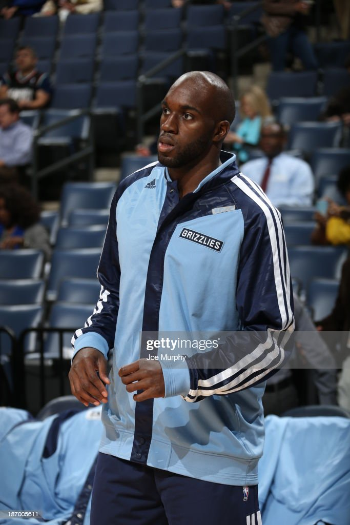 <a gi-track='captionPersonalityLinkClicked' href=/galleries/search?phrase=Quincy+Pondexter&family=editorial&specificpeople=4176540 ng-click='$event.stopPropagation()'>Quincy Pondexter</a> #20 of the Memphis Grizzlies warms up before the game against the Boston Celtics on November 4, 2013 at FedExForum in Memphis, Tennessee.