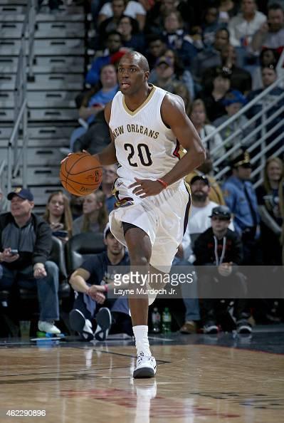 Quincy Pondexter of the New Orleans Pelicans dribbles the ball against the Dallas Mavericks on January 25 2015 at the Smoothie King Center in New...
