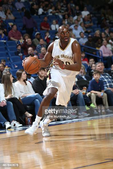 Quincy Pondexter of the New Orleans Pelicans drives to the basket against the Sacramento Kings on March 27 2015 at the Smoothie King Center in New...