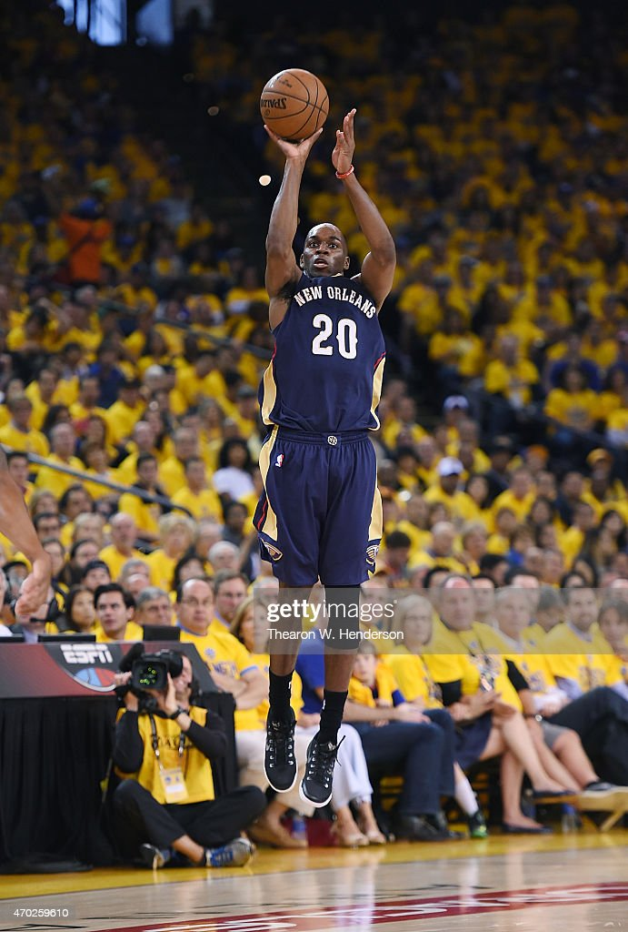 Quincy Pondexter of the New Orleans Pelicans shoots and makes a long three point shot at the end of the third quarter against the Golden State...