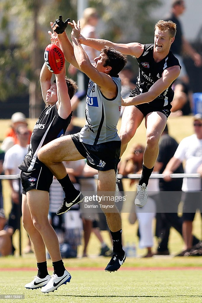 <a gi-track='captionPersonalityLinkClicked' href=/galleries/search?phrase=Quinten+Lynch&family=editorial&specificpeople=176560 ng-click='$event.stopPropagation()'>Quinten Lynch</a> (c) attempts to mark the ball during a Collingwood Magpies AFL pre-season intra-club match at Olympic Park on February 1, 2014 in Melbourne, Australia.