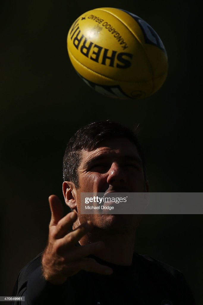 <a gi-track='captionPersonalityLinkClicked' href=/galleries/search?phrase=Quinten+Lynch&family=editorial&specificpeople=176560 ng-click='$event.stopPropagation()'>Quinten Lynch</a> marks the ball during a Collingwood Magpies AFL training session at Olympic Park on February 20, 2014 in Melbourne, Australia.