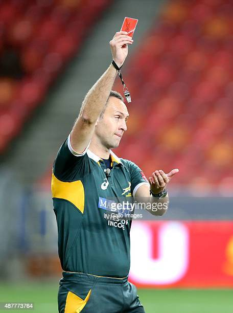 Quintin Immelman referee shows JP du Plessis of Eastern Province Kings the red card during the Absa Currie Cup match between EP Kings and Toyota Free...