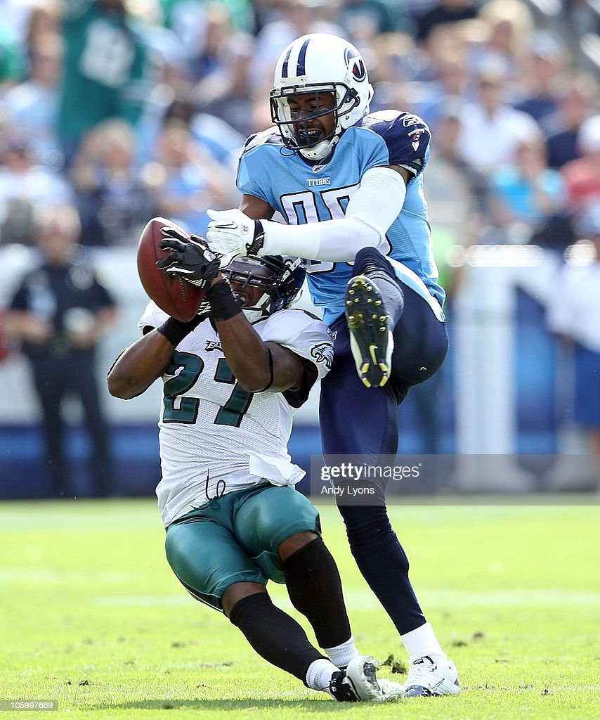 <a gi-track='captionPersonalityLinkClicked' href=/galleries/search?phrase=Quintin+Mikell&family=editorial&specificpeople=763498 ng-click='$event.stopPropagation()'>Quintin Mikell</a> #27 of the Philadelphia Eagles grabs the ball away fom <a gi-track='captionPersonalityLinkClicked' href=/galleries/search?phrase=Nate+Washington&family=editorial&specificpeople=748657 ng-click='$event.stopPropagation()'>Nate Washington</a> #85 of the Tennessee Titans for an interception during the NFL game at LP Field on October 24, 2010 in Nashville, Tennessee.