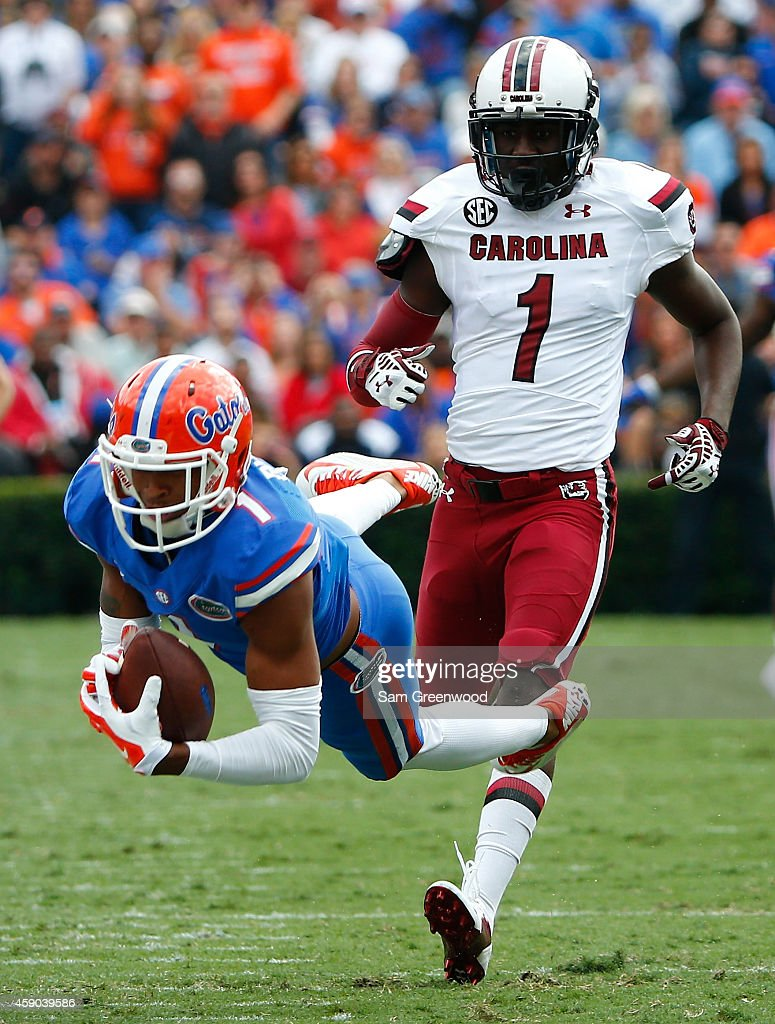 <a gi-track='captionPersonalityLinkClicked' href=/galleries/search?phrase=Quinton+Dunbar&family=editorial&specificpeople=7174564 ng-click='$event.stopPropagation()'>Quinton Dunbar</a> #1 of the Florida Gators attempts to make a reception against Rico McWilliams #1 of the South Carolina Gamecocks during the game at Ben Hill Griffin Stadium on November 15, 2014 in Gainesville, Florida.