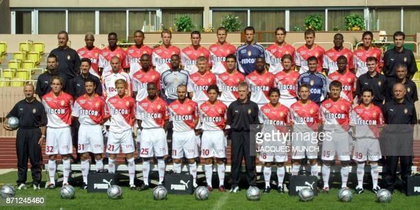 L'équipe de football de D1 l'AS Monaco pose le 16 septembre 2001 à Monaco lors de la présentation officielle de l'équipe pour la saison 2001/2002 En...