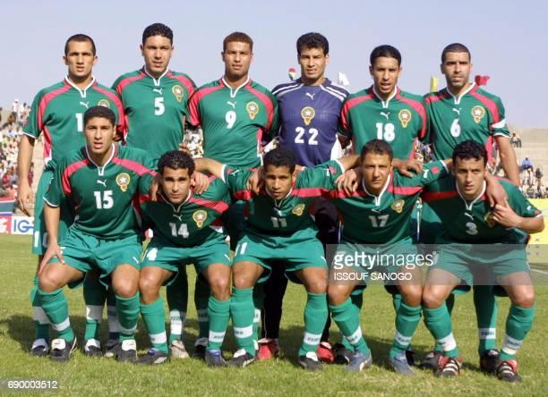 L'équipe nationale du Maroc pose pour les photographes le 21 janvier 2002 à Segou Ramzi Adil Fahmi Abdelilah Hada Abdeljlil Bagui Abdelilah Chippo...