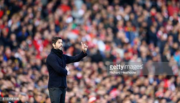 Quique Flores manager of Watford signals during the Emirates FA Cup sixth round match between Arsenal and Watford at Emirates Stadium on March 13...