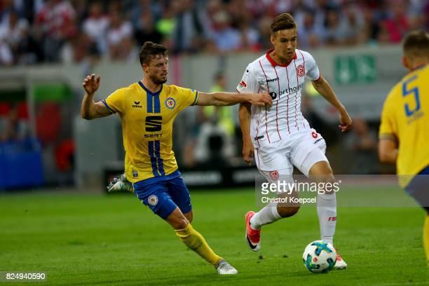 Quirin Moll of Braunschweig challenges Florian Neuhaus of Duesseldorf during the Second Bundesliga match between Fortuna Duesseldorf and Eintracht...