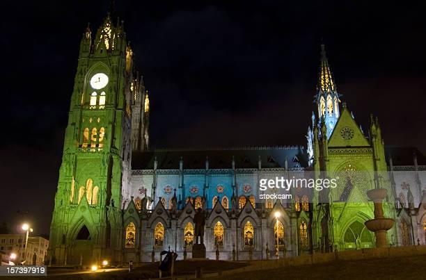 Por la noche la catedral de Quito, Ecuador