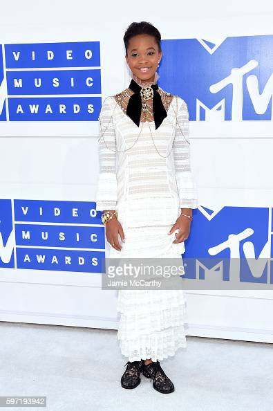 quvenzhane-wallis-attends-the-2016-mtv-video-music-awards-at-madison-picture-id597193942