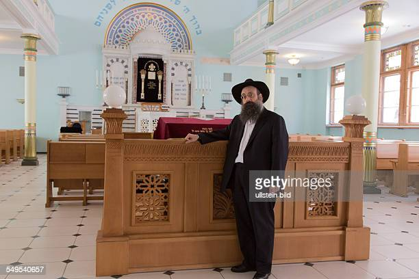Rabbiner Mordechai Glazman in der Synagoge in Riga