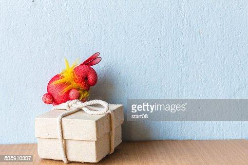 Conejo en la caja : Foto de stock