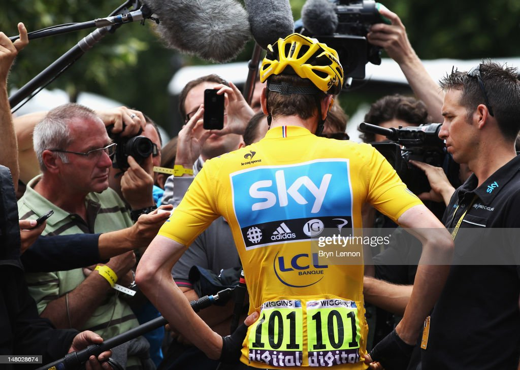 Race leader <a gi-track='captionPersonalityLinkClicked' href=/galleries/search?phrase=Bradley+Wiggins&family=editorial&specificpeople=182490 ng-click='$event.stopPropagation()'>Bradley Wiggins</a> (centre) of Great Britain and SKY Procycling chats to journlaists at the start of stage eight of the 2012 Tour de France from Belfort to Porrentruy on July 8, 2012 in Belfort, France.