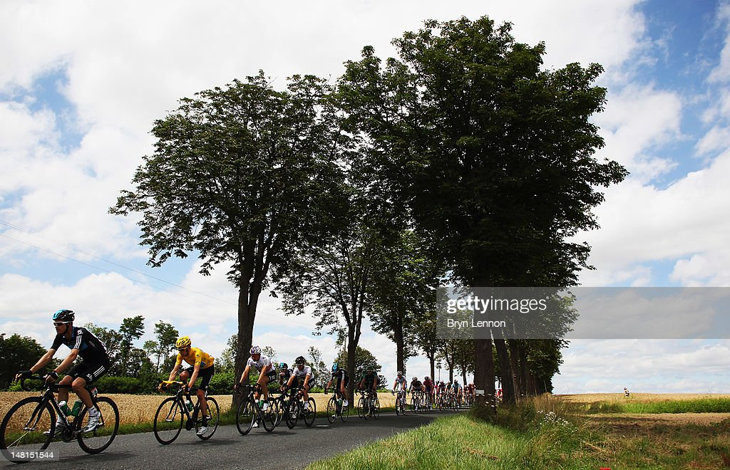 Race leader <a gi-track='captionPersonalityLinkClicked' href=/galleries/search?phrase=Bradley+Wiggins&family=editorial&specificpeople=182490 ng-click='$event.stopPropagation()'>Bradley Wiggins</a> of Great Britain and SKY Procycling rides at the front of the peloton during stage ten of the 2012 Tour de France from Macon to Bellegarde-sur-Valserine on July 11, 2012 in Bellegarde-sur-Valserine, France.