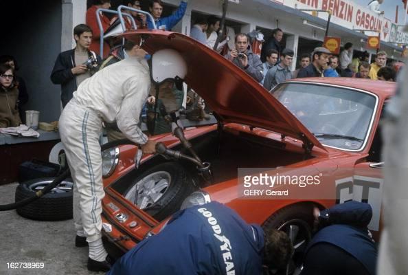 Race Of 1000 Km Of Nurburgring 1968 Allemagne 19 mai 1968 Lors de la course automobile des 1000kms du Nürburgring JeanClaude KILLY en combinaison...