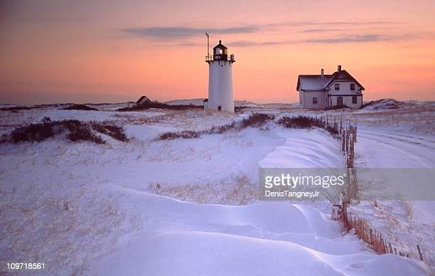 Race Point und House mit verschneiten Landschaft bei Sonnenuntergang