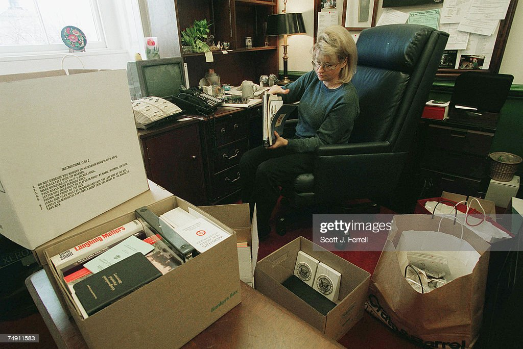 S RACE--Sarah Dufendach, chief of staff for House Minority Whip David E. Bonior, packs boxes in her office in the U.S. Capitol. Bonior is leaving the House to run for governor in Michigan.