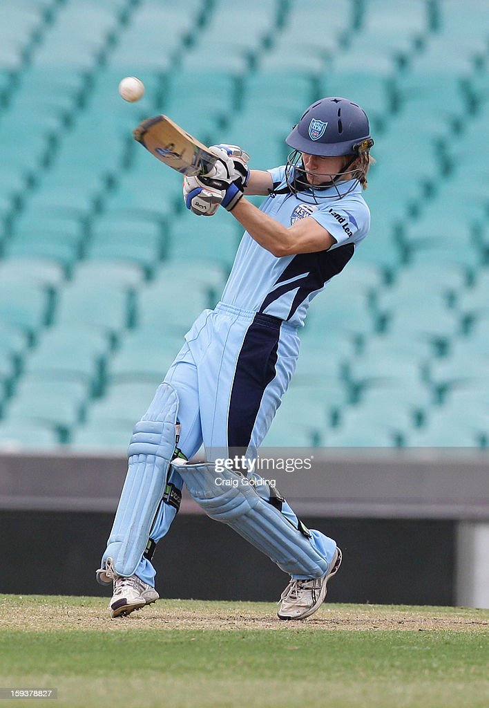 Rachael Haynes of the Breakers bats during the WNCL Final match between the NSW Breakers and the Queensland Fire at the Sydney Cricket Ground on January 13, 2013 in Sydney, Australia.