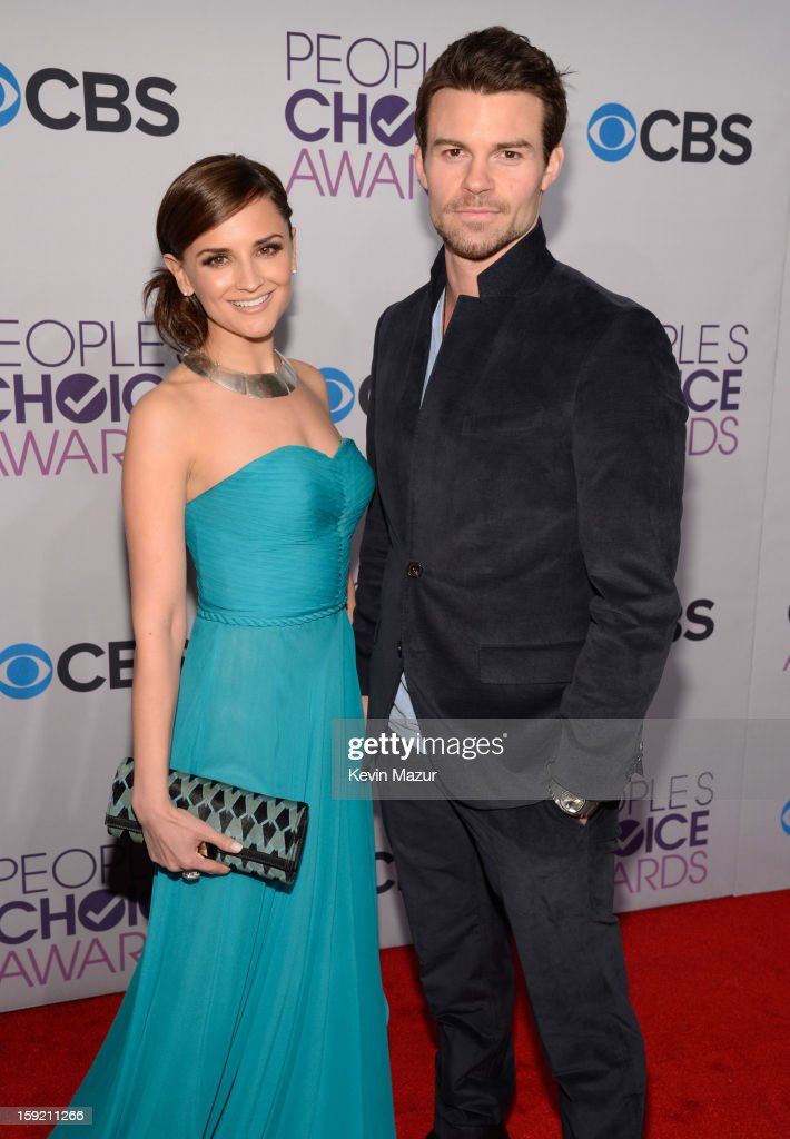 <a gi-track='captionPersonalityLinkClicked' href=/galleries/search?phrase=Rachael+Leigh+Cook&family=editorial&specificpeople=208121 ng-click='$event.stopPropagation()'>Rachael Leigh Cook</a> and <a gi-track='captionPersonalityLinkClicked' href=/galleries/search?phrase=Daniel+Gillies&family=editorial&specificpeople=675058 ng-click='$event.stopPropagation()'>Daniel Gillies</a> attends the 2013 People's Choice Awards at Nokia Theatre L.A. Live on January 9, 2013 in Los Angeles, California.