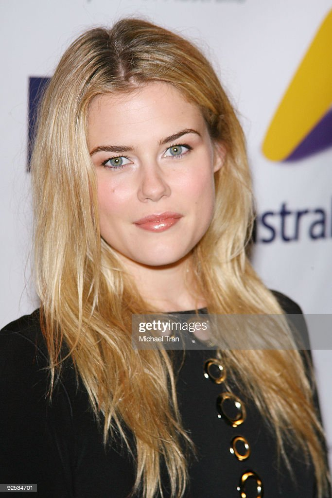 <a gi-track='captionPersonalityLinkClicked' href=/galleries/search?phrase=Rachael+Taylor+-+Actress&family=editorial&specificpeople=544685 ng-click='$event.stopPropagation()'>Rachael Taylor</a> arrives to the Australian's In Film - 2nd Annual Party held at Australian Consular General's Residence on September 19, 2009 in Brentwood, California.