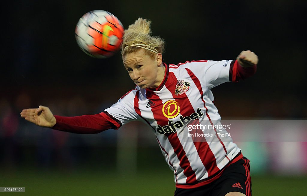 Rachel Furness of Sunderland heads the ball during the WSL 1 match between Sunderland AFC Ladies and Manchester City Women at The Hetton Center on April 29, 2016 in Hetton, England.