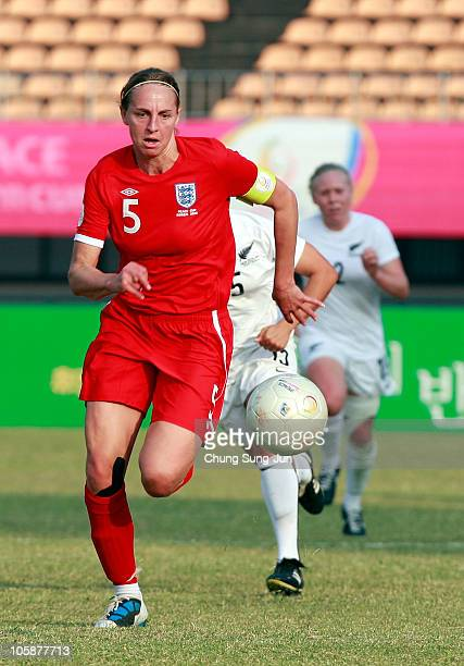 Rachel Unitt of England runs with the ball during the Peace Queen Cup match between England and New Zealand at Suwon World Cup Stadium on October 21...