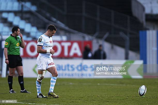 Racing 92's New Zealander flyhalf Dan Carter prepares to kick a conversion during the French Top 14 rugby union match between Racing 92 and Agen on...
