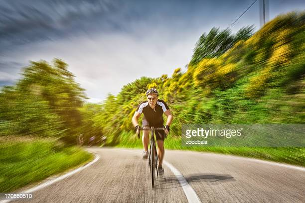 Racing Radfahrer an High-Speed-Internetzugang