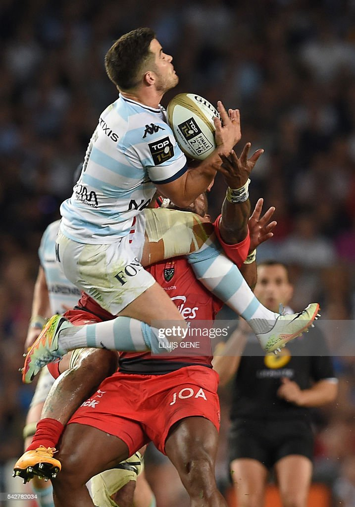 Racing Metro 92's French fullback Brice Dulin (L) vies with RC Toulon's Fijian wing Josua Tuisovaduring the French Top14 rugby union final match Toulon vs Racing 92 at the Camp Nou stadium in Barcelona on June 24, 2016. / AFP / LLUIS