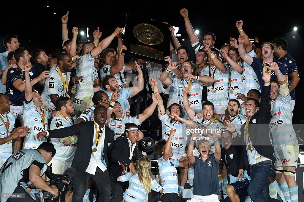Racing Metro 92's players celebrate with the 'Bouclier de Brennus' (Brennus Shield) after winning the French Top14 rugby union final match Toulon vs Racing 92 at the Camp Nou stadium in Barcelona on June 24, 2016. / AFP / LLUIS