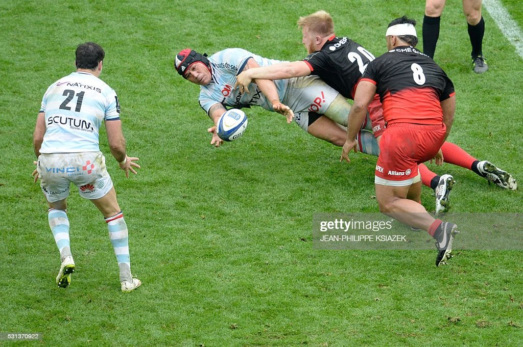 Racing Metro's Chris Masoe passes the ball to Racing Metro's Mike Philips during the European Rugby Champions Cup match beetween Racing Metro 92 and...