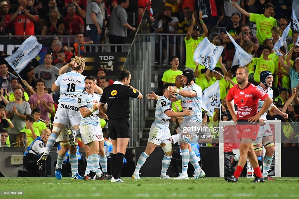 Racing92 players celebrate after winning the French Top14 rugby union final match Toulon vs Racing 92 at the Camp Nou stadium in Barcelona on June 24, 2016. / AFP / DAMIEN