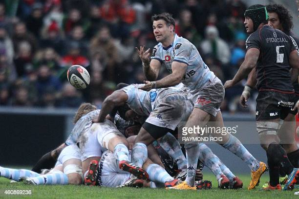 RacingMetro scrumhalf Mike Phillips passes the ball during the French Top 14 rugby union match Toulouse vs Racing Metro 92 at the ErnestWallon...