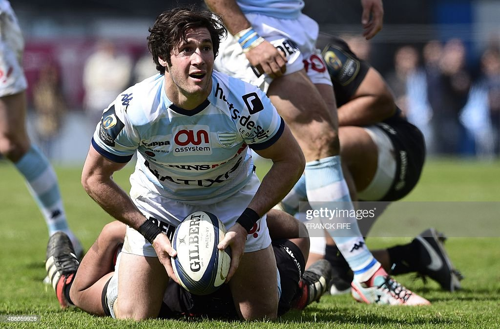 Racing-Metro's scrum half <a gi-track='captionPersonalityLinkClicked' href=/galleries/search?phrase=Maxime+Machenaud&family=editorial&specificpeople=7149115 ng-click='$event.stopPropagation()'>Maxime Machenaud</a> (L) passes the ball during the European Champions Cup rugby union match Racing Metro 92 vs Saracens, on April 5, 2015, at the Yves-du-Manoir Stadium in Colombes, outside Paris. AFP PHOTO / FRANCK FIFE