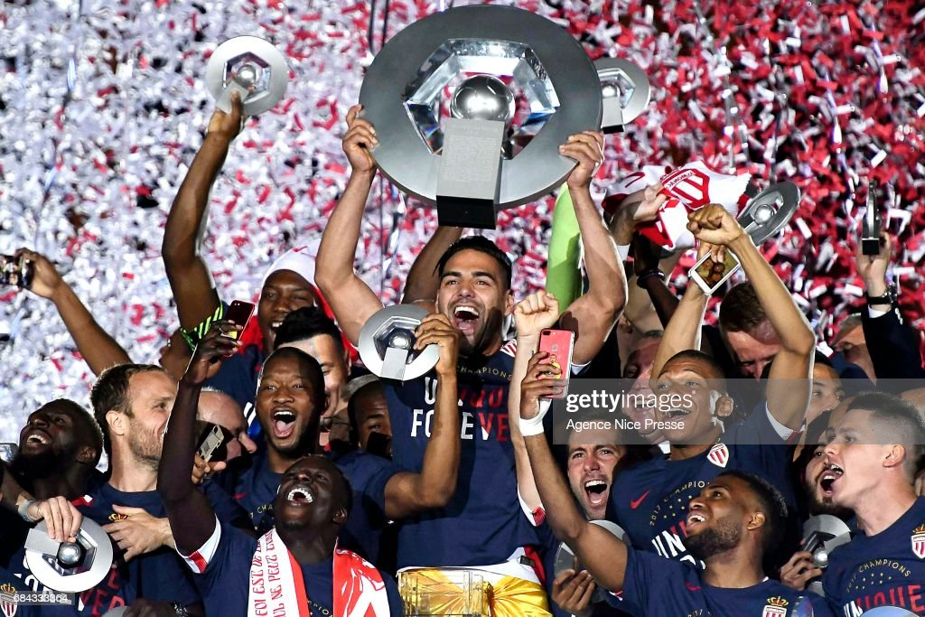 Radamel Falcao lift the trophy and players of Monaco celebrate winning the Ligue 1 title after the Ligue 1 match between As Monaco and AS Saint Etienne at Stade Louis II on May 17, 2017 in Monaco, Monaco.
