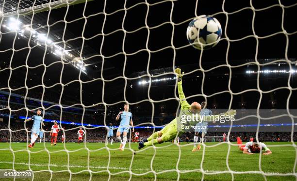 Radamel Falcao of AS Monaco scores the first Monaco goal past Willy Caballero during the UEFA Champions League Round of 16 first leg match between...
