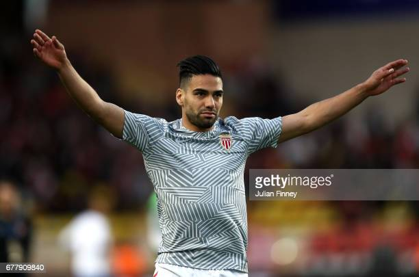 Radamel Falcao of AS Monaco warms up prior to the UEFA Champions League Semi Final first leg match between AS Monaco v Juventus at Stade Louis II on...