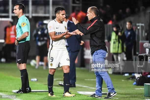 Radamel Falcao shakes hands with Leonardo Jardim coach of Monaco during the Ligue 1 match between FC Metz and AS Monaco on August 18 2017 in Metz
