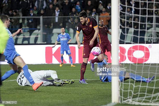 Rade Krunic of Empoli FC scores a goal during the Serie A match between Empoli FC and AS Roma at Stadio Carlo Castellani on February 27 2016 in...