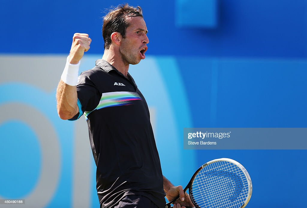 <a gi-track='captionPersonalityLinkClicked' href=/galleries/search?phrase=Radek+Stepanek&family=editorial&specificpeople=193842 ng-click='$event.stopPropagation()'>Radek Stepanek</a> of the Czech Republic reacts in his match against <a gi-track='captionPersonalityLinkClicked' href=/galleries/search?phrase=Andy+Murray+-+Jogador+de+t%C3%A9nis&family=editorial&specificpeople=200668 ng-click='$event.stopPropagation()'>Andy Murray</a> of Great Britain during their Men's Singles on day four of the Aegon Championships at Queens Club on June 12, 2014 in London, England.