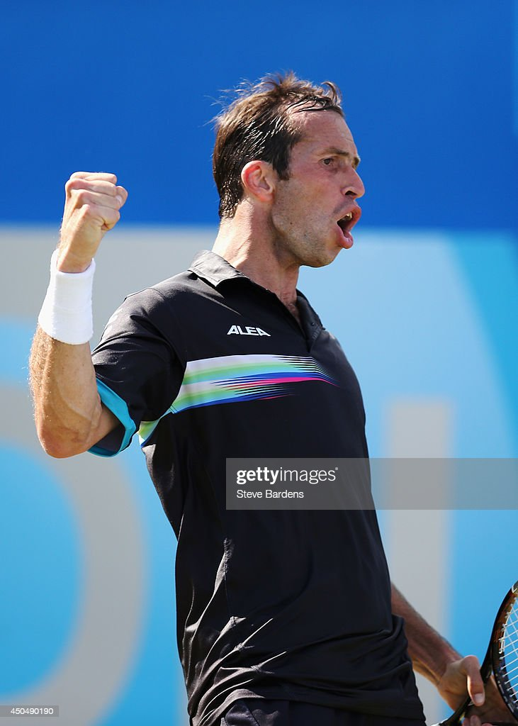 <a gi-track='captionPersonalityLinkClicked' href=/galleries/search?phrase=Radek+Stepanek&family=editorial&specificpeople=193842 ng-click='$event.stopPropagation()'>Radek Stepanek</a> of the Czech Republic reacts in his match against <a gi-track='captionPersonalityLinkClicked' href=/galleries/search?phrase=Andy+Murray+-+Tennisser&family=editorial&specificpeople=200668 ng-click='$event.stopPropagation()'>Andy Murray</a> of Great Britain during their Men's Singles on day four of the Aegon Championships at Queens Club on June 12, 2014 in London, England.