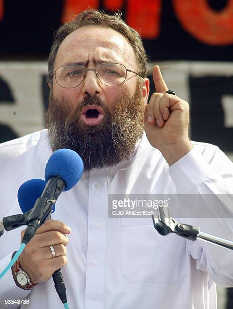 Radical muslim cleric Sheikh Omar Bakri Muhammad founder and spiritual leader of the now defunct AlMuhajiroun organisation gestures while addressing...
