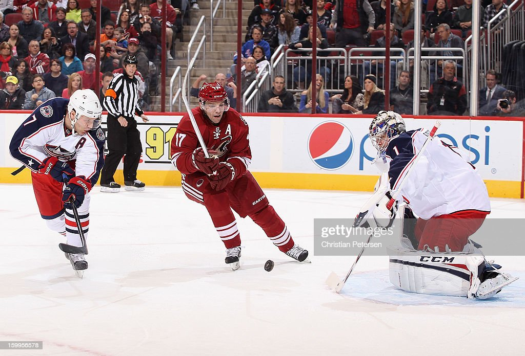 <a gi-track='captionPersonalityLinkClicked' href=/galleries/search?phrase=Radim+Vrbata&family=editorial&specificpeople=204716 ng-click='$event.stopPropagation()'>Radim Vrbata</a> #17 of the Phoenix Coyotes breaks in on goaltender Steve Mason #1 of the Columbus Blue Jackets during the second period of the NHL game at Jobing.com Arena on January 23, 2013 in Glendale, Arizona. The Coyotes defeated the Blue Jackets 5-1.
