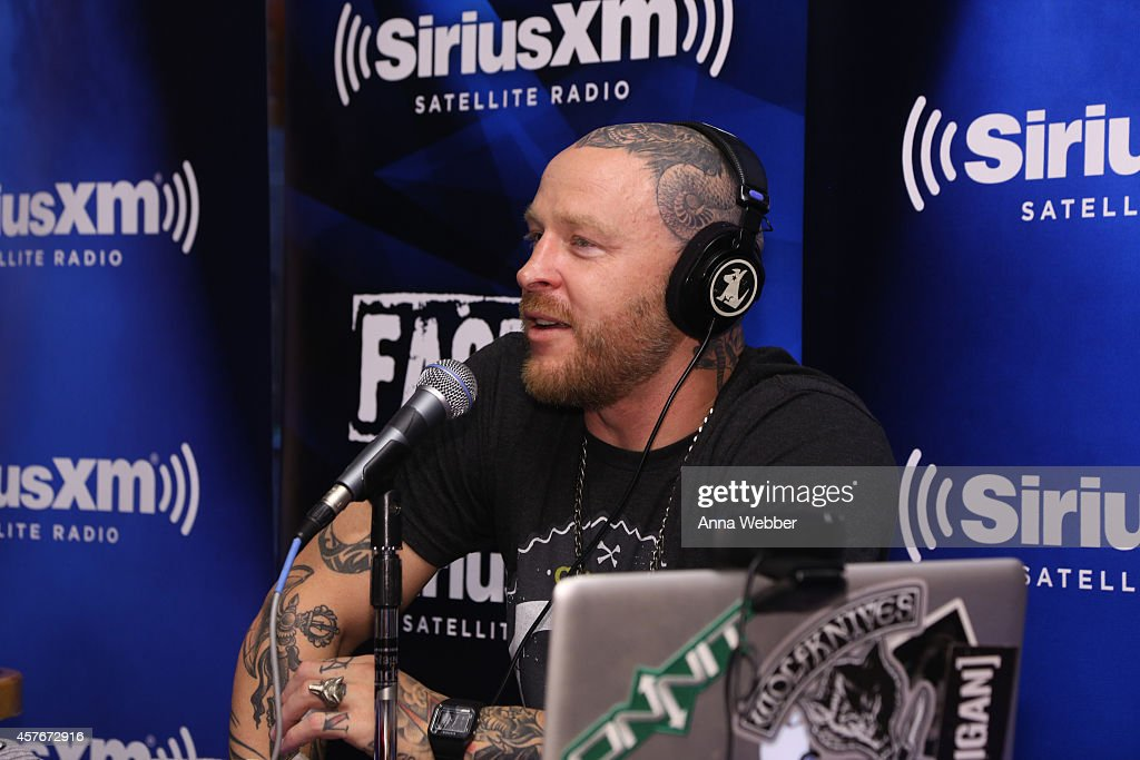jason ellis show. radio dj jason ellis during siriusxm\u0027s the show live from hooters in new york