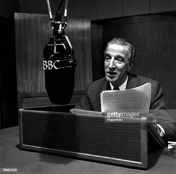 1952 Radio presenter Jerry Desmonde one of the popular 'Housewives choice' disc jockeys in action during a session of this feature