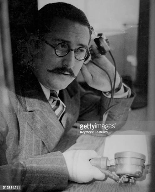 BBC radio sports announcer Raymond Glendenning broadcasting 'ring side' circa 1940