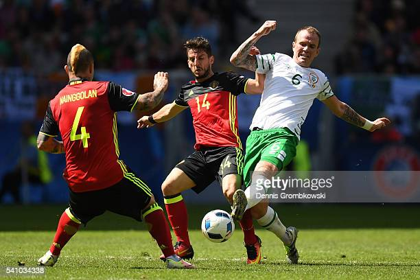Radja Nainggolan and Dries Mertens of Belgium compete for the ball with Glenn Whelan of Republic of Ireland during the UEFA EURO 2016 Group E match...